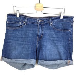 Levi's denim shorts size 33 relaxed pre-loved Boho